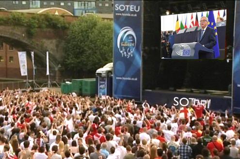 The Big Screens installed near Rue de la Loi for Juncker's last SOTEU